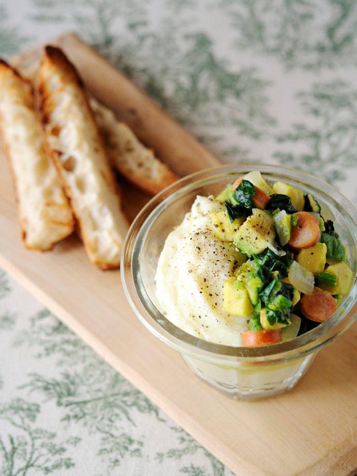 ぽってりした食感のポテトクリームを、たっぷりの野菜とともにバゲットに乗せて、がぶり! 『ELLE a table』はおしゃれで簡単なレシピが満載!