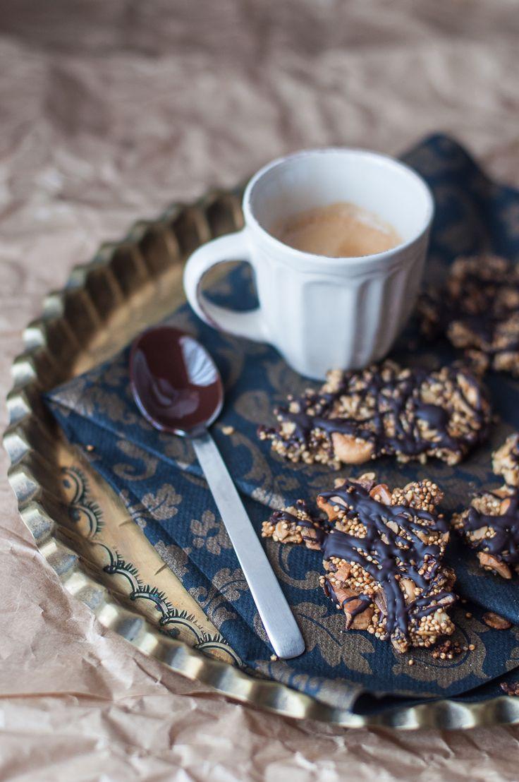 Croccante di quinoa e anacardi semi di lino chia girasole con cioccolato vegano glutenfree senza latticini lo snack perfetto super croccante