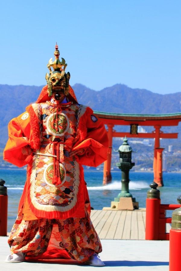 Bugaku #itsukushima #hiroshima #japann 舞楽「蘭陵王」 The traditional Bugaku, ancient musical court-dance, of Itsukushima Shrine has been handed down through the generations from the day of Taira-no-Kiyomori. Red, Japan, Hiroshima