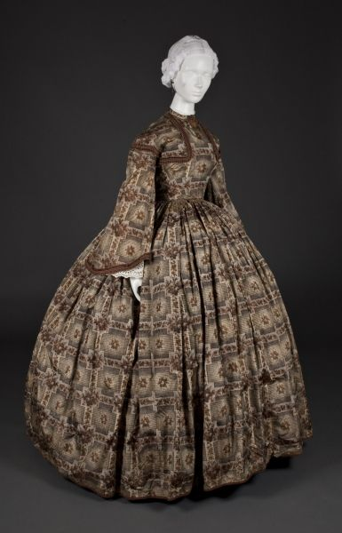 Dress | American | 1855-1860 | silk | Wadsworth Atheneum Museum of Art | Accession #: 1968.145A<B