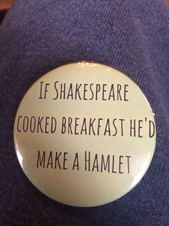 Shakespeare Hamlet pun 2 1/4 in button di NeuenschwanderBrats