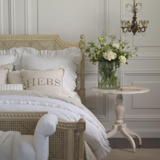 Camas francesas, super românticas, com palhinha!! No melhor estilo Provençal