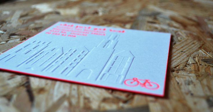 Verhuiskaartje | Ontwerp Studio Prop -www.studio-prop.nl #verhuiskaartje #verhuizen #movingannoucement #kaartjes #domtoren #utrecht #letterpress #preeg #fluor #shitjustgotreal #studioprop
