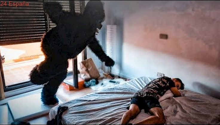 ATAQUE DE GORILA MIENTRAS DUERMEN!! BROMA PESADA A YOUTUBERS EN LA NUEVA CASA! [Shooter]