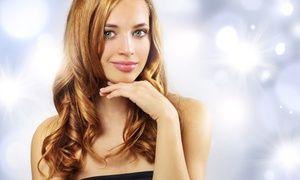Seduta di hair styling per rinnovare il look, donare nuova forza ai capelli e farli risplendere con colore ed effetti luce all'ultima moda