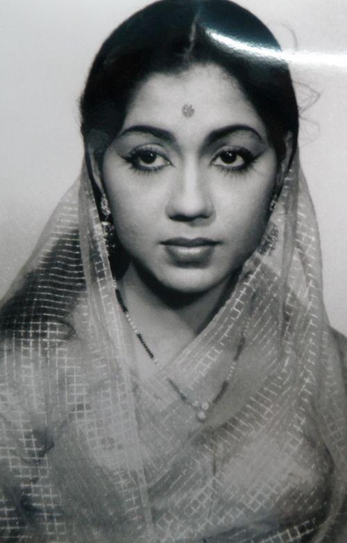 Shavukaru Janaki wearing Black Beads Necklace