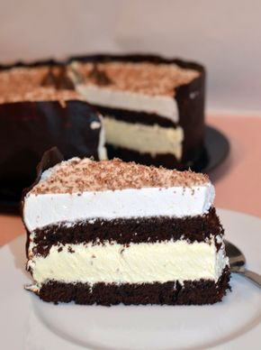 Tort cu mousse de ciocolată albă și mascarpone – Arome în bucătărie