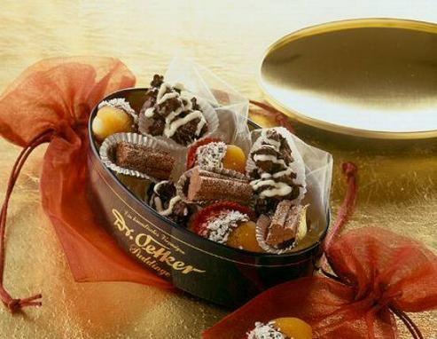 Knusprige Pralinen mit Mandeln, Schokolade und einem Hauch Orange
