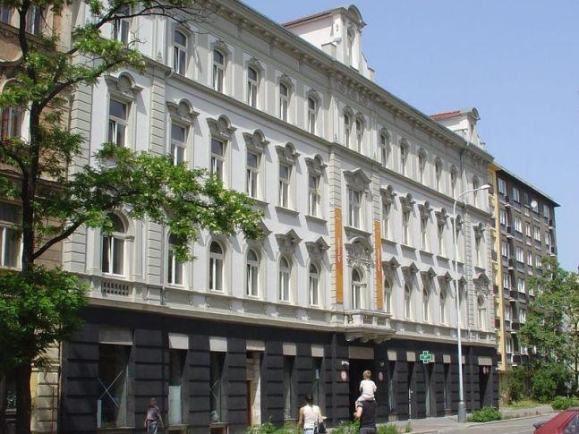 Meet Factory. Design: Olgoj Chorchoj. Rok 2008.
