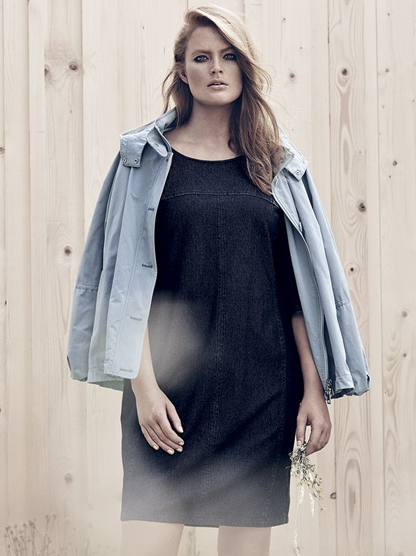 Slim-fit dress in light indigo jersey with round neck, three-quarter-length sleeves with slits at the cuffs, zip fastening and slit at hem on the back.