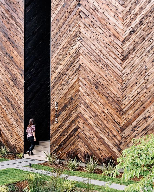 Shou sugi ban front facade Photo by @jose_mandojana Architecture by Tiffany Bowie Location: Seattle, Washington