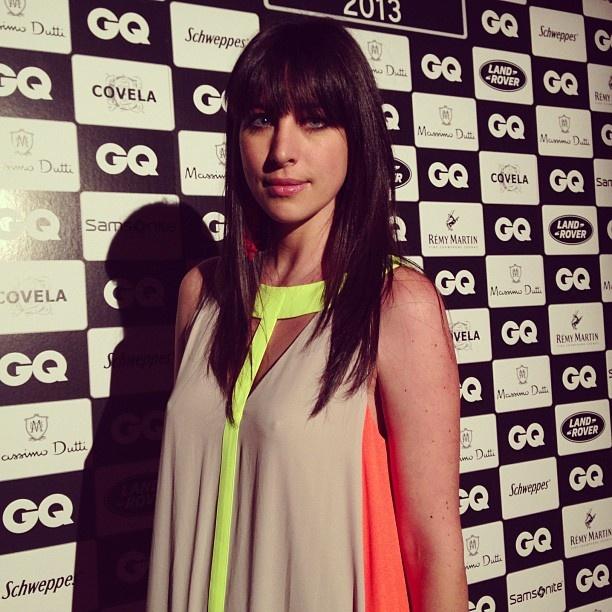 .@Vogue Portugal | Manuela Marques em BCBG com brincos Pitanga.