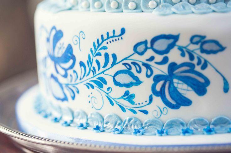 Hand - painted folk art Photo: Kusjka du Plessis Cake: A Cake Story