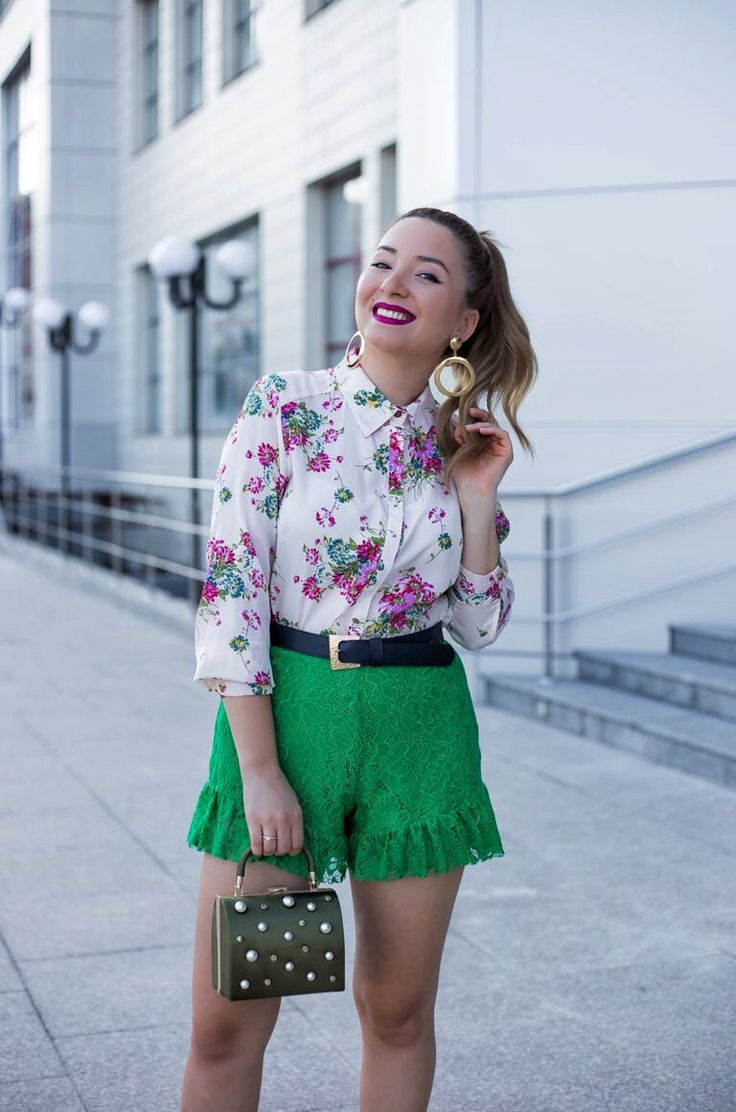 Green zara pants with pearls bag and floral print shirt outfit for summer