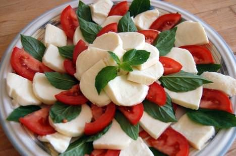 'Insalata caprese' by sprialmushroom. CC BY 2.0