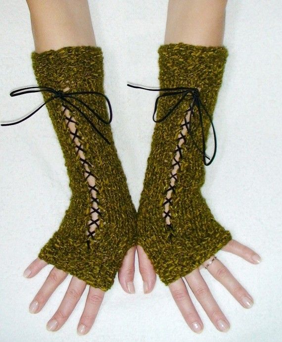 Laced, fingerless gloves from Woodland Moss treasurey