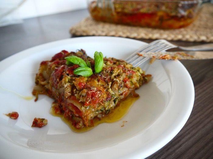 Mijn favoriete recept als het courgetteseizoen terug is aangebroken? Courgettelasagne! Deze snelle versie is plantaardig, foolproof en ZO lekker!