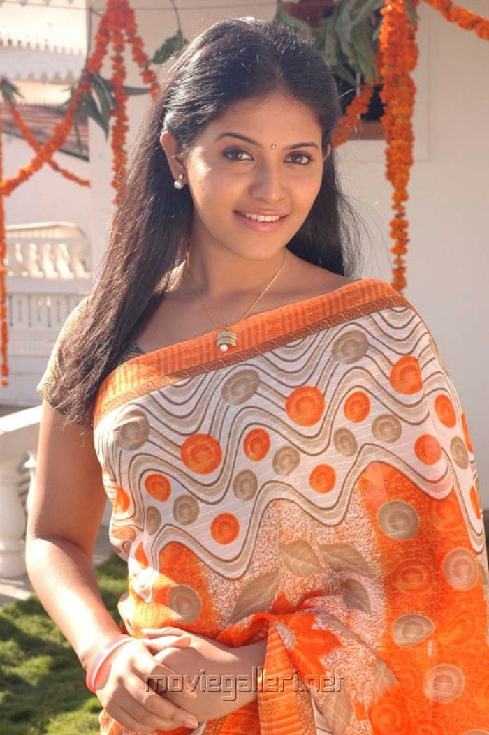 Picture Tamil Actress Anjali in Saree Images from