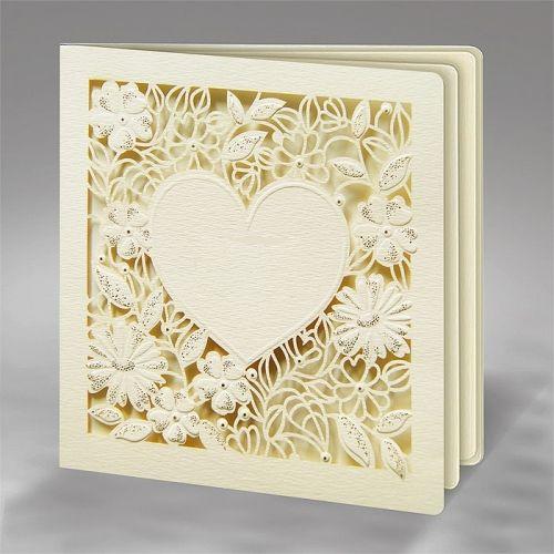 A meghívó kiváló minőségű fehér matt dekoratív papírból készül. A meghívó borítóját lézerrel vágott szív amit körülvesz a minta amin finom aranyozás van. A betétlap fehér fémes felületű.  Nincs szerkesztési és nyomtatási költség.Minimális rendelési mennyiség: 10 dbBoríték: az ár tartalmazza!