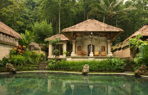 The classic Hotel Tjampuhan & Spa, built where two sacred rivers meet, has been legendary since 1928. As the first hotel in the artist colony of Ubud, this royal guest house graciously hosted celebrities and foreign painters such as Walter Spies.