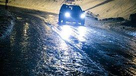 Svært glatte veier på Nordmøre etter underkjølt regn i natt. - Foto: Braastad, Audun/NTB scanpix