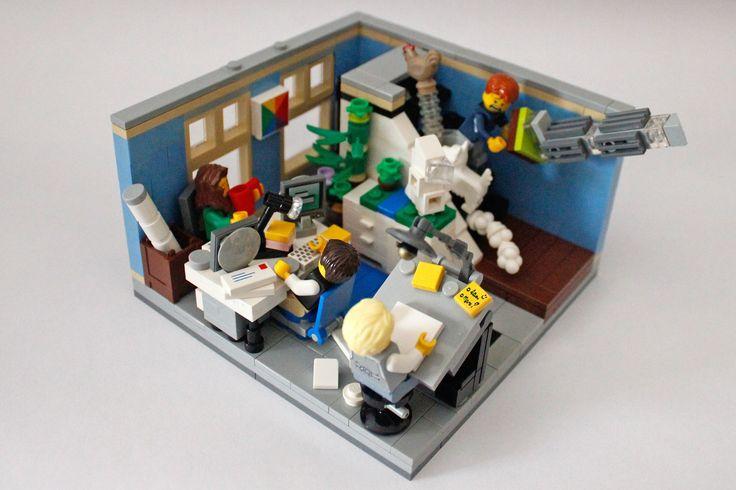 https://flic.kr/p/PBYDve | Architecture Studio_01 | Pt.: A minha proposta é um Atelier de Arquitectura para o 1º piso do Modular Pet Shop. Enquanto a Maggs está a relaxar e a beber uma caneca de chá quente, o Dave está a stressar com a quantidade de trabalho que tem para fazer. O Patrão está sentado ao estirador à procura de inspiração para o seu novo projecto. Entretanto está a dar-se uma perseguição - é uma galinha assustada a fugir de um cachorro... Terão escapado da loja? Oh não! O…