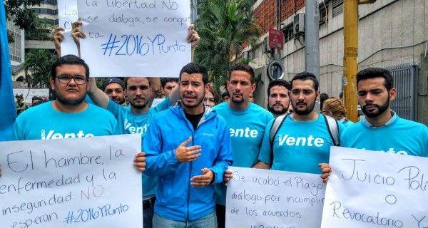 Activistas del partido Vente Venezuela se congregaron este sábado frente a las instalaciones del Hotel Meliá Caracas donde se llevan a cabo las mesas de di