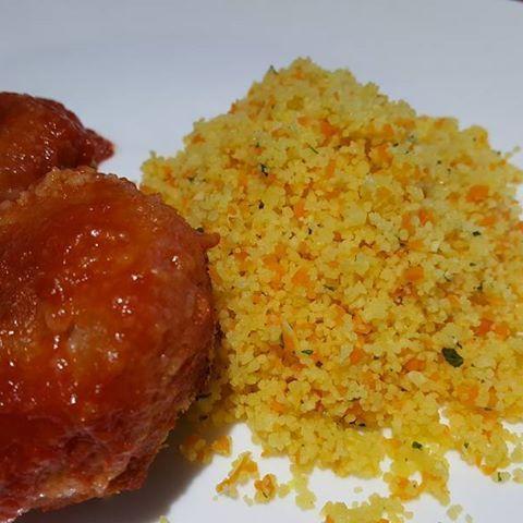 Boulettes sauce tomate et semoule aux légumes cuite au cookeo . Recette postée sur le blog #cookeo #moulinexfrance  #moulinex