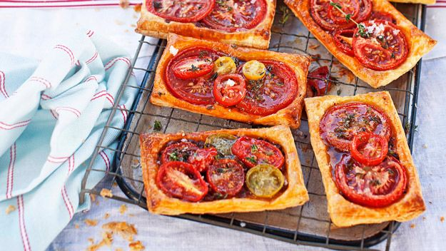 Tomato galettes with feta and fresh thyme recipe - 9Kitchen