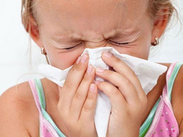 Curare l'influenza e il raffreddore con l'omeopatia è possibile. A seconda dei sintomi, la medicina omeopatica ci propone delle sostanze diverse da utilizzare.