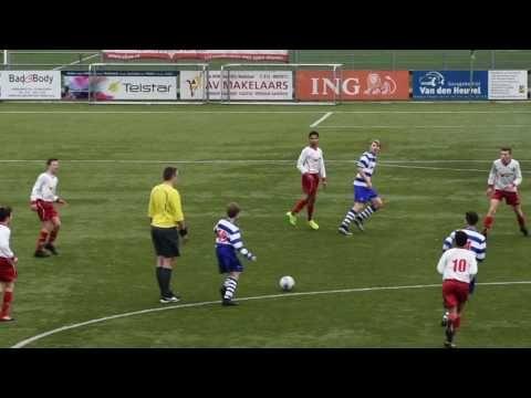 OLIVEO JO15-1 tegen RKDEO JO15-2. Actie foto's: http://ift.tt/2lNsuwA Een battle in de Onder 15 zaterdag JO15-1 1e klasse 09. #Pijnacker #Voetbal Helaas voor #OLIVEO het loopt anders in de tweede helft en RKDEO maakt wel de cadeautjes af voor doelpunten. 1-4 voor #RKDEO JO15-2 in Pijnacker. Kijk allen acties doelpunten en reddingen in deze filmpje. Zeker ook mooie saves! OLIVEO JO15-1 - RKDEO JO15-2 1e klasse voetbal JO15.