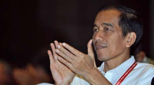 Saat ini Presiden Jokowi sedang berada dalam dilema kepentingan, opsi Tim Independen yang menyarankan 3 opsi dalam penanganan kasus Budi Gunawan seakan membuatnya tersudut. Sosiolog Universitas Indonesia, Thamrin Amal Tomagola mengatakan Jokowi harus memilih opsi untuk membatalkan pelantikan Budi Gunawan.  Read more: http://www.jitunews.com/read/8804/pengamat-jokowi-harus-merapat-ke-demokrat#ixzz3QYri9Cz1 ~ @jitunews #Jitu #JituNews #InfoJitu #CaraJitu #Budi GUnawan