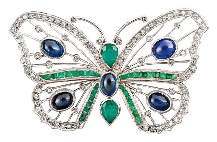 Butterfly brooch. France circa 1920. Platinum, 99 diamonds weighing circa 1 carat, five sapphires weighing circa 2,5 carats and 32 emeralds weighing 2,10 carats.