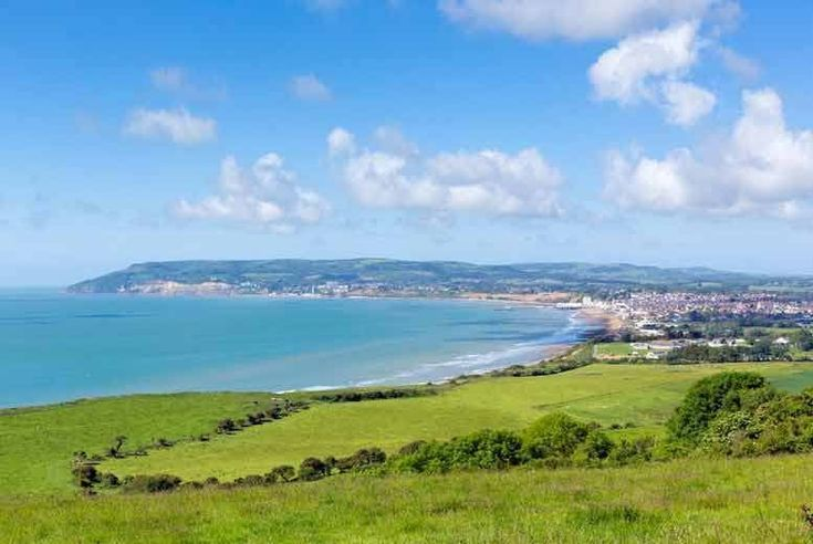 Discount Anderson Tours Isle of Wight Day Trip & Ferry for just £34.00 Enjoy an adventure with an Isle of Wight tour.  Includes luxury coach and return ferry.  Visit the beautiful village of Godshill.   Explore Shanklin and soak up the breath-taking views over the sea!  Your day is in the hands of a friendly, professional tour guide.  Choose from five London departure points, returning at approx. 9.30pm on selected dates (see Full Details). BUY NOW for just £34.00
