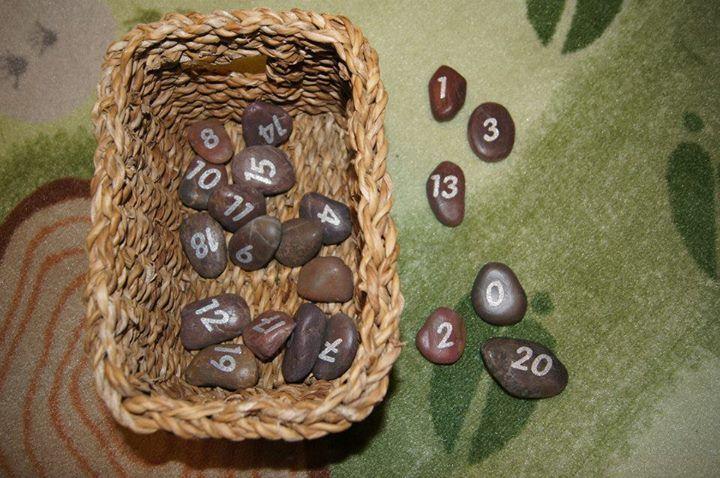 stenen met nummers, stippen, letters, kleuren, etc.
