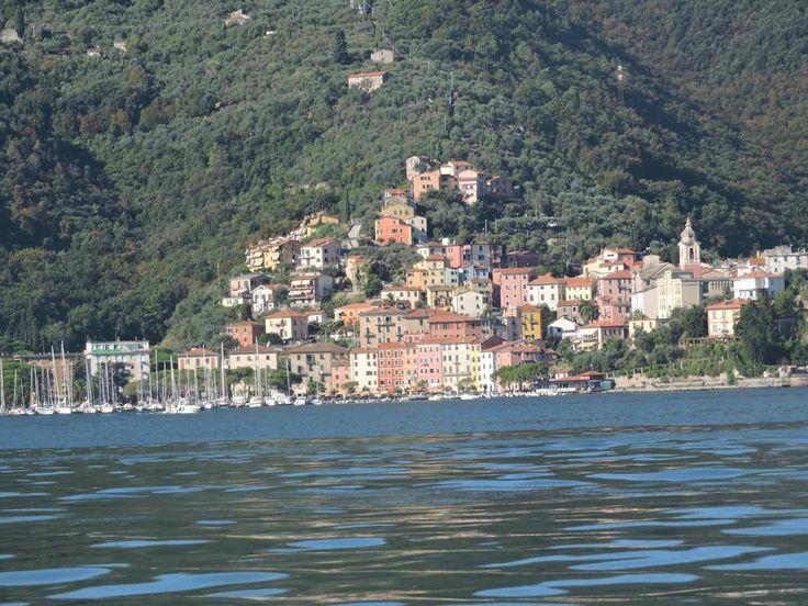 Il Golfo della Spezia, conosciuto come il Golfo dei Poeti chiamato così perchè nei secoli scrittori, artisti e poeti  hanno trovato spunti e ispirazione.