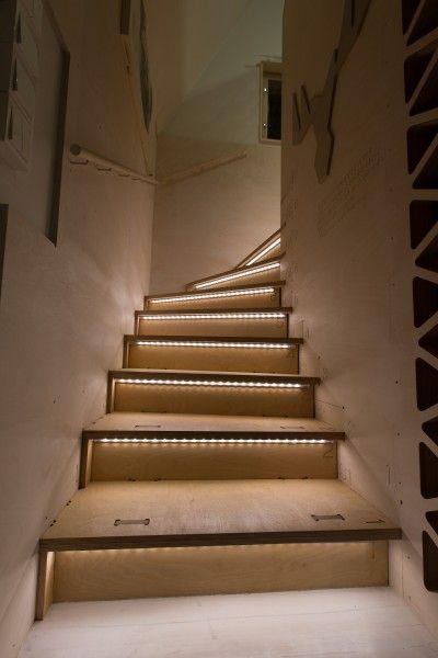 Small space staircase light up (Yksio Puutarhassa)