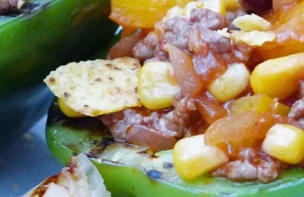 Gevulde paprika met chili en gegrilde ananas