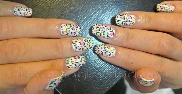 Маникюр с покрытием Shellac. Анималистический рисунок, леопардовый маникюр, дизайн ногтей, нейл - арт, рисунок на ногтях, многоцветный маникюр, идея маникюра, креативный маникюр, длинные ногти, красивый маникюр. Студия KateMagic. Москва, м. Борисово. Телефон для записи: (459) 340 01 00