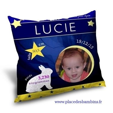 Coussin naissance personnalisé pour bébé avec photo, prénom, date de naissance et taille. Au dos du coussin de naissance, votre message personnalisé ! Idée cadeau de naissance personnalisée.
