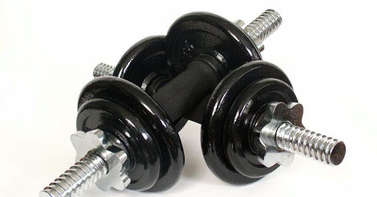 Halteres caseiros. Os halteres podem ser usados em vários exercícios para a parte superior do corpo, incluindo roscas, agachamentos, levantamentos, dentre outros. São menores e mais fáceis de guardar do que outros equipamentos de exercícios, além de poderem ser usados para focar-se em grupos musculares específicos. Como os halteres comprados em lojas especializadas ...