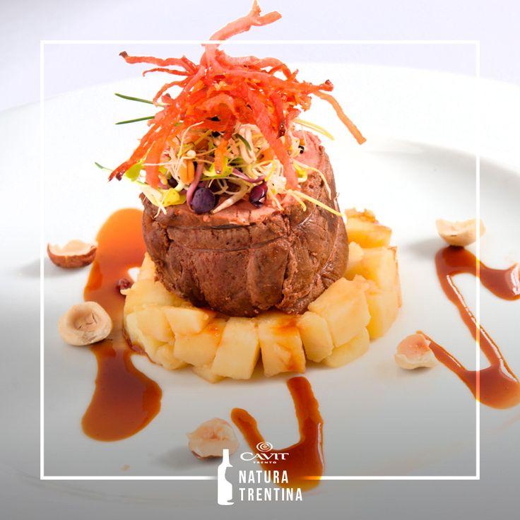 Ingredienti ricercati ma non complicati e un setoso ristretto al Pinot Nero, questi i segreti per il filetto di cervo di Malga Panna.