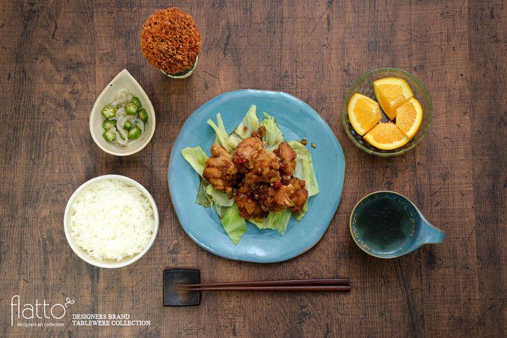 唐揚げのネギソース&中華スープ(和食器:トキノハのテトラプレート(L・緑)/トキノハのテトラ コーヒーカップ/中川雅佳のコルク しずく小鉢(内白) etc)