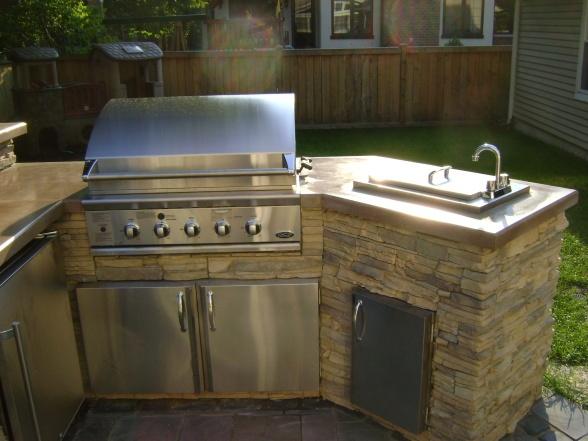 Outdoor kitchen patios deck designs decorating ideas - Coleman small spaces bbq decoration ...