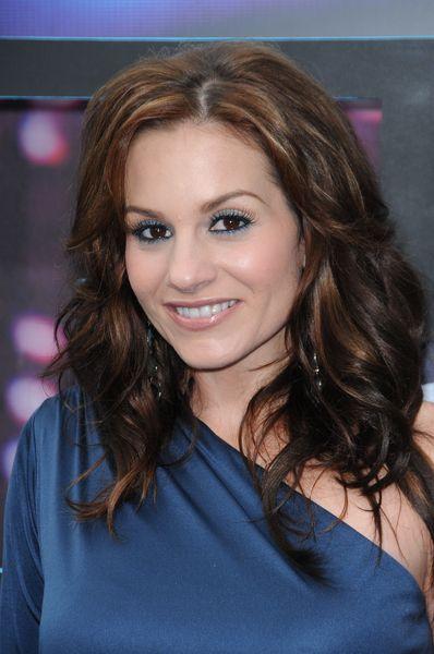 Kara DioGuardis wavy, brunette hairstyle