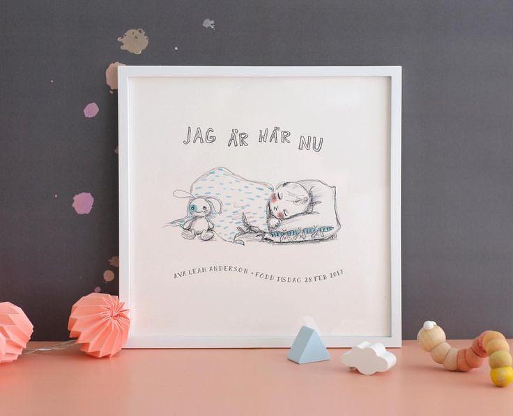 En underbar poster till barnrummet kanske? Som nyföddpresent, dopgåva eller bara för att.   Postern blir personlig med er egen text.  #poster #barnrum #nyfödd #personlig #barn #doptavla #tavla