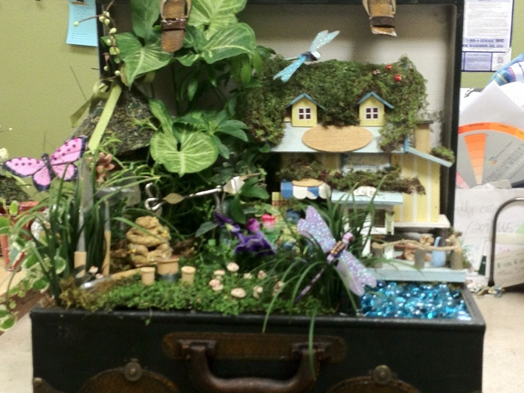 Fairy Garden in a Suitcase :-)Fairies Gardens In A Suitcases, Gardens Suitcases
