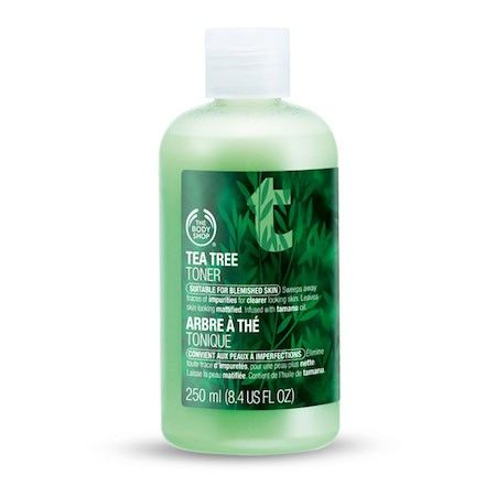 The Body Shop TEA TREE SKIN CLEARING TONER 250ML A refreshing toner that removes traces of cleanser, make-up and impurities. The 'shake to activate' mattifying powders in the formulation help to leave the skin looking matte. • Removes traces of make-up, cleanser and impurities • Mattifying powders leave skin shine-free • Clinically proven to give clearer-looking skin