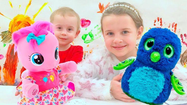 Подарки для девочек на НОВЫЙ ГОД! Ксюша и Алиса распаковывают подарки! В...