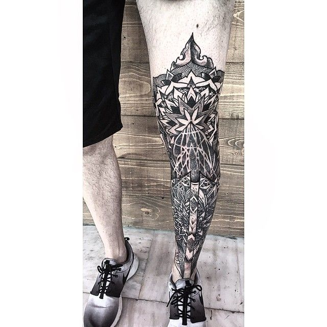 Geometrical Leg Sleeve by Orge